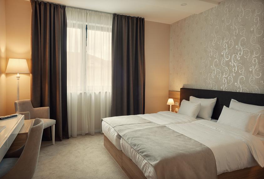 faites nettoyer la moquette de votre restaurant par des professionnels bouton d 39 or. Black Bedroom Furniture Sets. Home Design Ideas